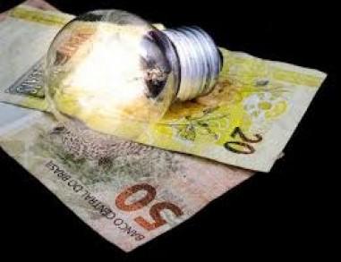 Contas de luz em março seguem com taxa extra, decide Aneel