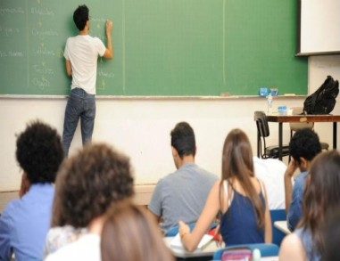 Retorno de aulas presenciais em cursos pré-Enem e pré-vestibulares deve seguir mesmas datas do ensino médio